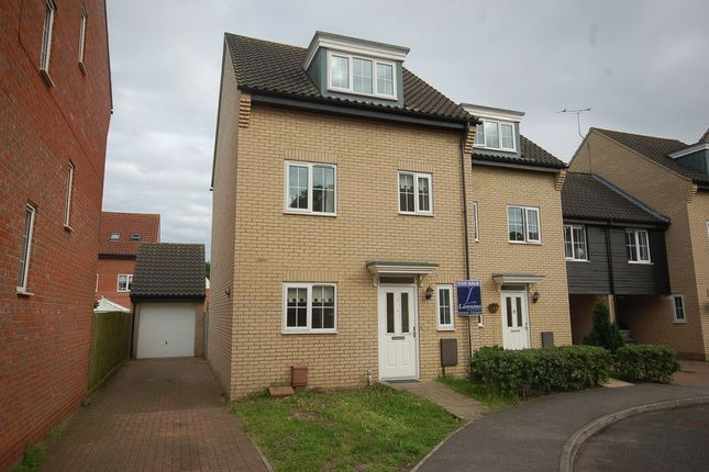 Thumbnail Town house for sale in Spindle Drive, Thetford