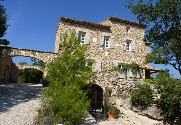 Properties for sale in joucas gordes apt vaucluse for At home architecture 84220 gordes