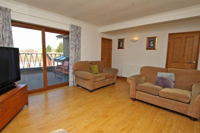 Lounge of Middlebeck Drive, Arnold, Nottingham NG5