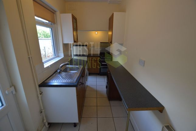 Kitchen of Avenue Road Extension, Leicester LE2
