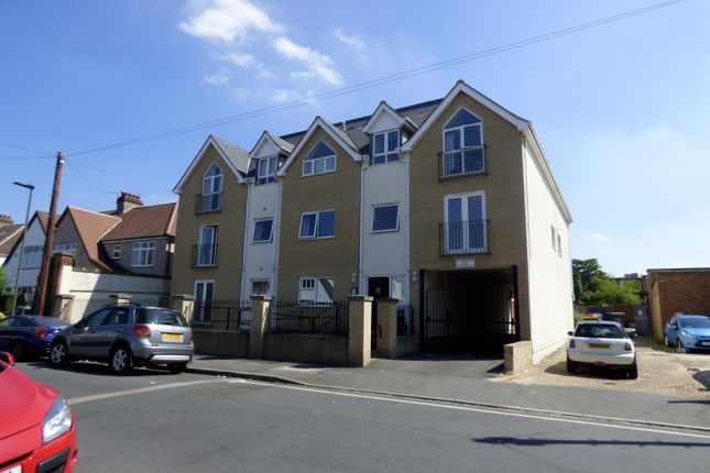 Thumbnail Flat to rent in Braemar Gardens, West Wickham