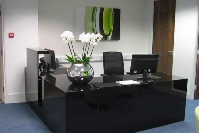 Serviced office to let in Bell Street, Reigate