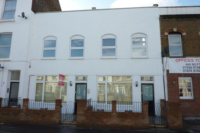 1 bed flat to rent in Portland Road, London