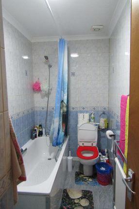 Bathroom of Kingsland Road, Hackney E8
