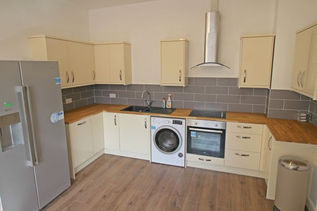 Thumbnail Flat to rent in Derby Road, Canning Circus