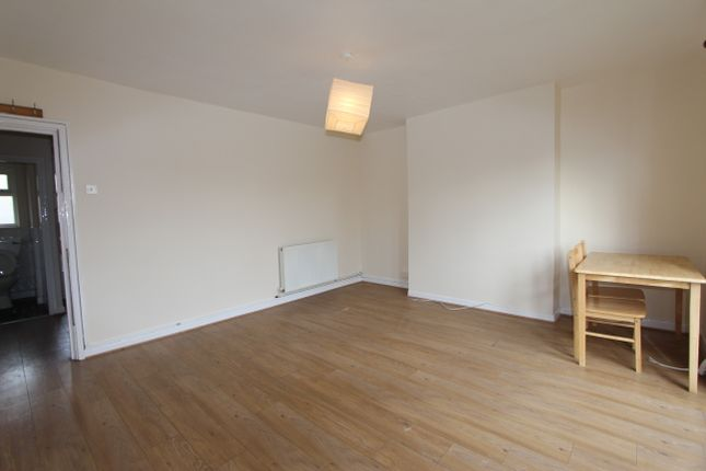 Thumbnail Flat to rent in Wenlock Court, New North Road, London