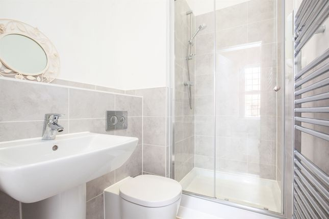 2 bedroom flat for sale in Bradley Drive, Hellingly, Hailsham