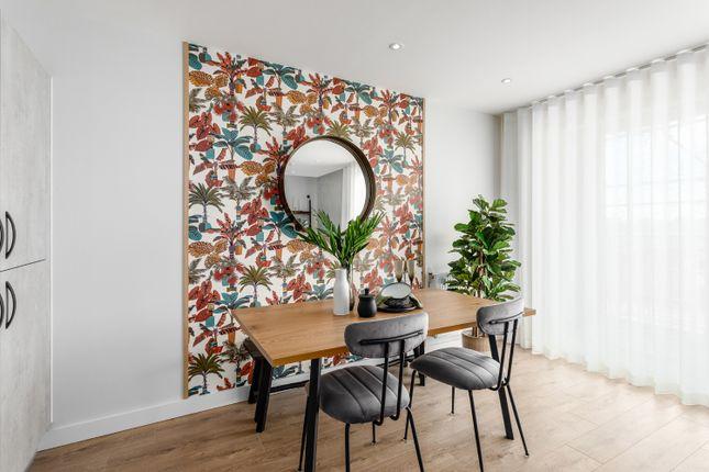 2 bedroom flat for sale in Halewood Way, Rainham