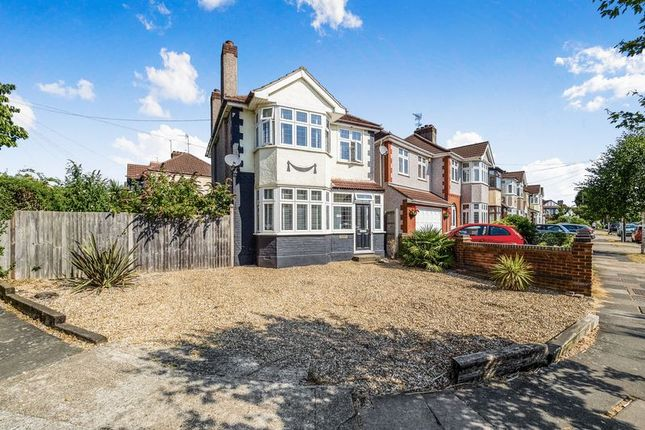 Thumbnail Detached house for sale in Heather Glen, Romford