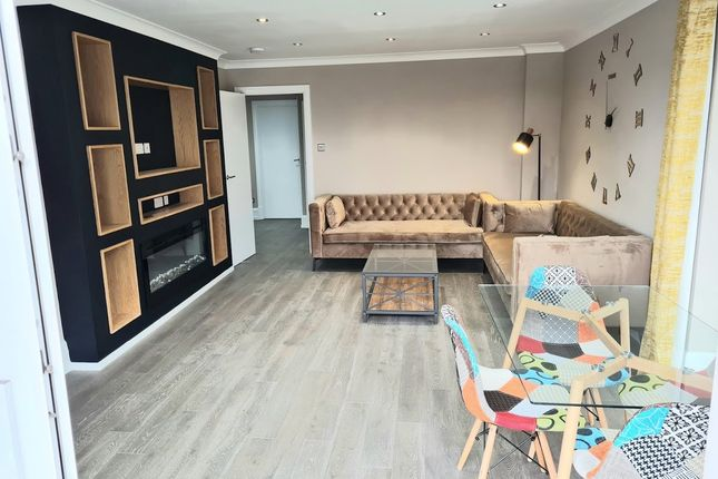 Thumbnail Flat to rent in Lawn House Close, London