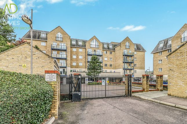 2 bed flat for sale in Clarence Lodge, Hoddesdon EN11