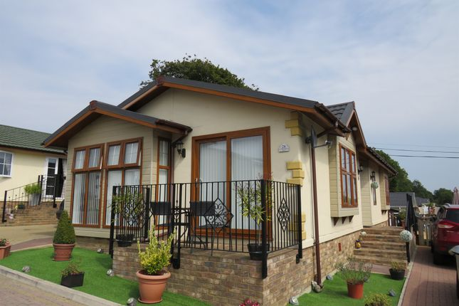 Thumbnail Mobile/park home for sale in Millers Way, Pilgrims Retreat, Maidstone
