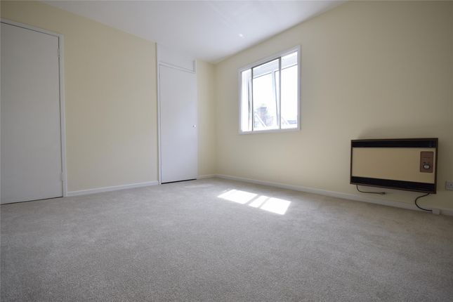 1 bed flat to rent in Somers Close, Reigate, Surrey
