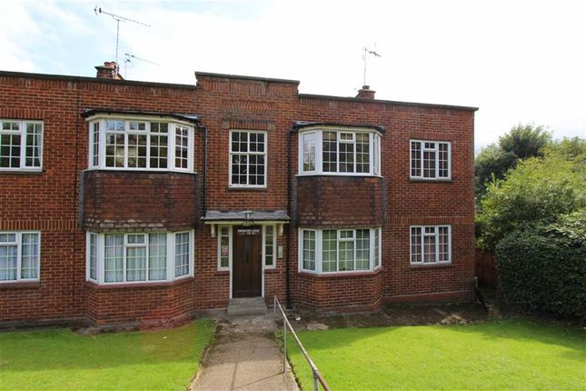 Thumbnail Flat to rent in Crescent View, Loughton, Essex