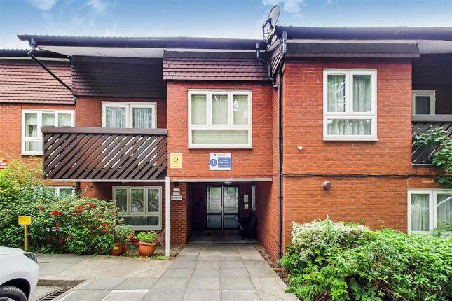 Thumbnail Flat to rent in Cedar Close, London