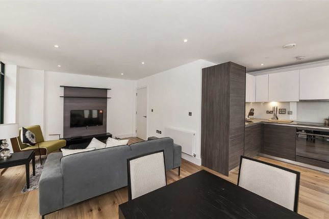 Thumbnail Flat for sale in Crescent Lane, London