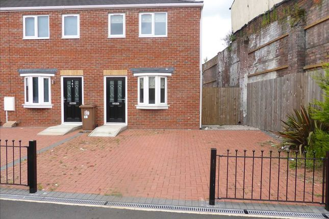 Thumbnail Town house to rent in Hall Street, St. Helens