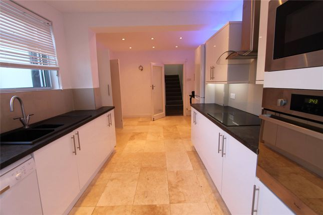 3 bed detached house to rent in Chestnut Avenue, Edgware HA8