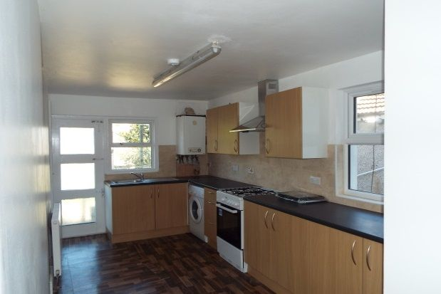 3 bed flat to rent in Plashet Grove, London