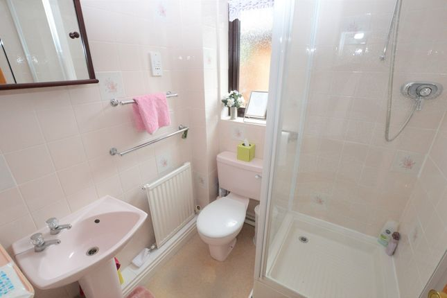 En-Suite of Five Ashes Road, Chester CH4