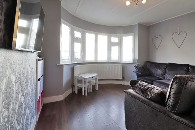 Lounge of Sidmouth Road, Welling DA16