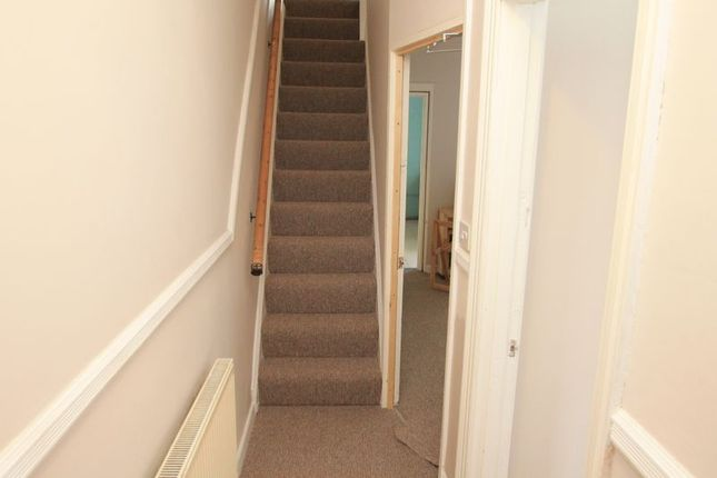 Thumbnail Terraced house to rent in Dogfield Street, Roath, Cardiff