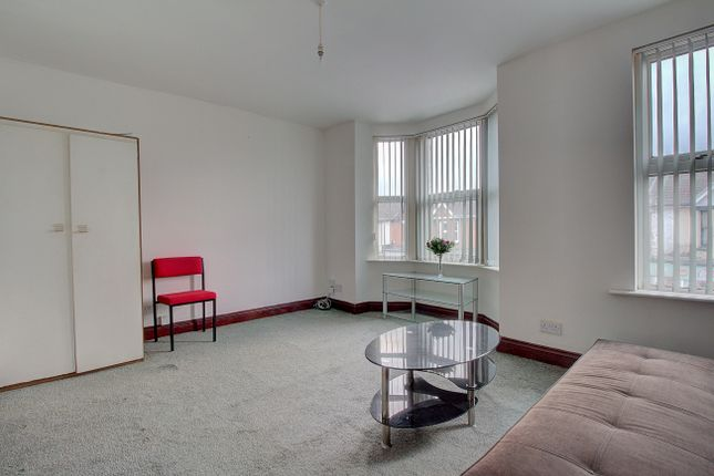 Thumbnail Maisonette for sale in Romsey Road, Shirley, Southampton