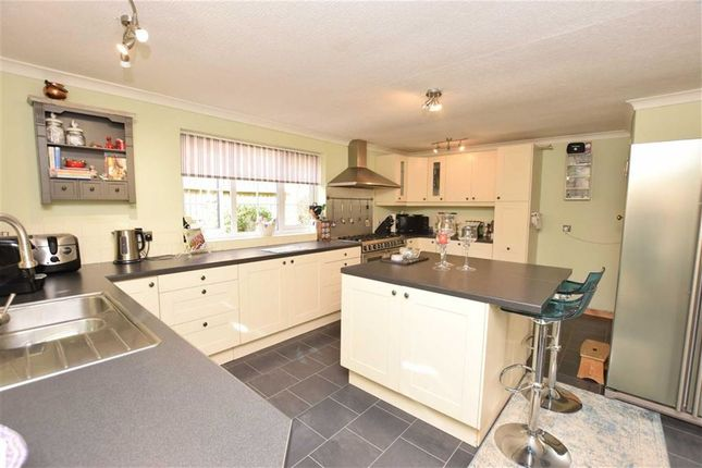 Thumbnail Bungalow for sale in Walkerith Road, Morton, Lincolnshire
