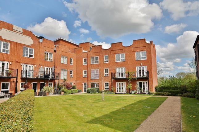 3 bed flat for sale in Gresham Park Road, Old Woking, Woking GU22
