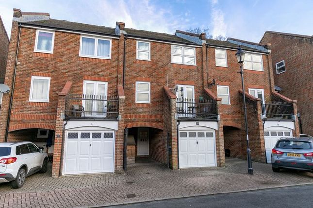 Thumbnail Property for sale in Manning Close, East Grinstead