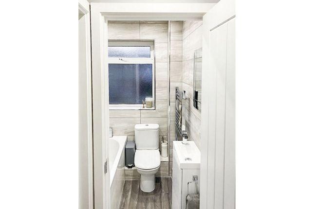 Family Bathroom of Acacia Road, Southampton SO19
