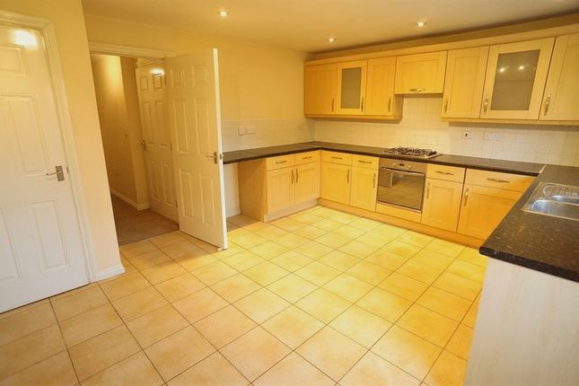 Thumbnail Town house to rent in Pinewood Place, Dartford