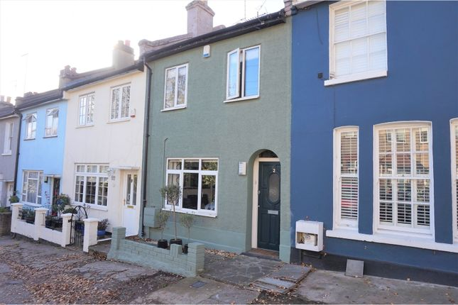 2 bed mews house for sale in Summers Row, Finchley