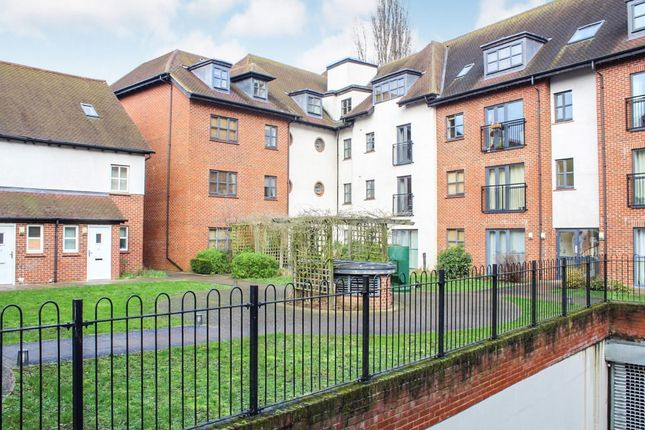 2 bed flat for sale in Dunkerley Court, Birds Hill, Letchworth Garden City SG6