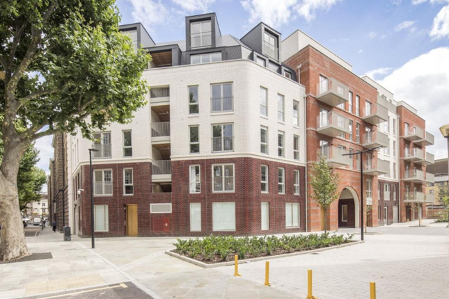 Thumbnail Flat for sale in Portpool Lane, London