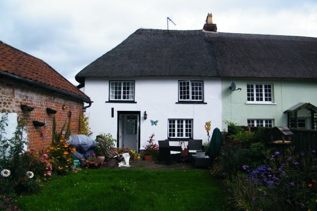 Thumbnail Cottage to rent in Exmouth Road, Colaton Raleigh, Sidmouth