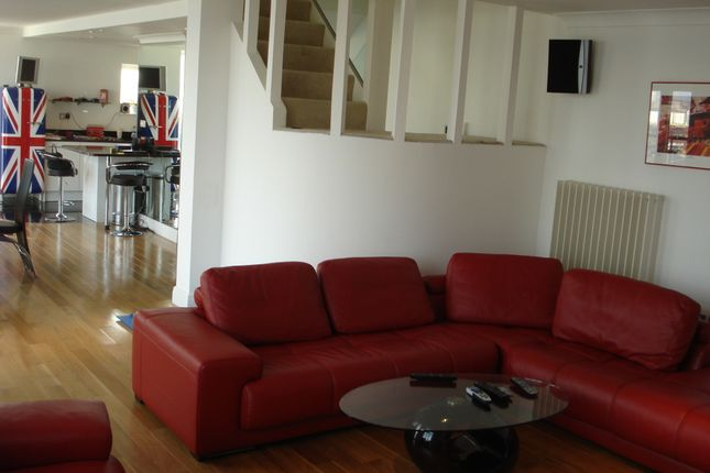 Thumbnail Flat to rent in Hanover Avenue, Victoria Docks, London, Greater London