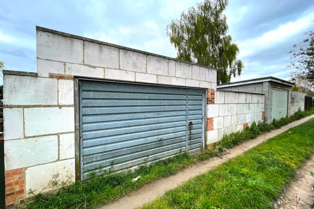 Parking/garage for sale in Maycroft Avenue, Grays RM17