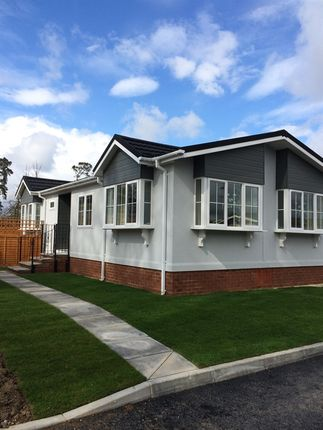 Thumbnail Mobile/park home for sale in Danesbury Park, North Ride, Welwyn