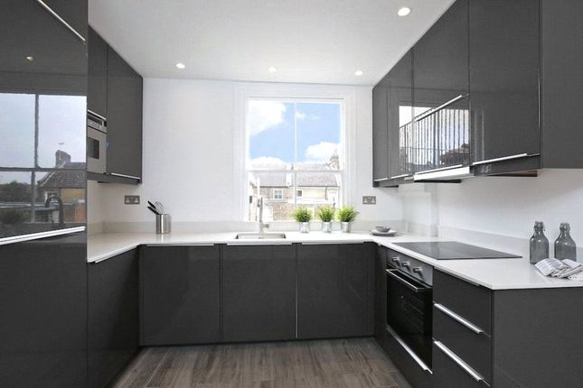 3 bed flat to rent in Bravington Road, Maida Vale, London W9