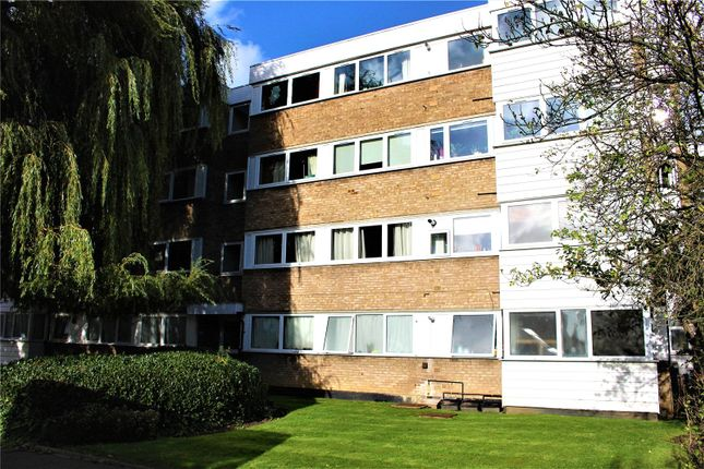 Thumbnail Flat to rent in Deanswood, Maidstone Road, Bounds Green, London