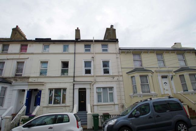 Thumbnail 2 bed flat to rent in Victoria Grove, Kent