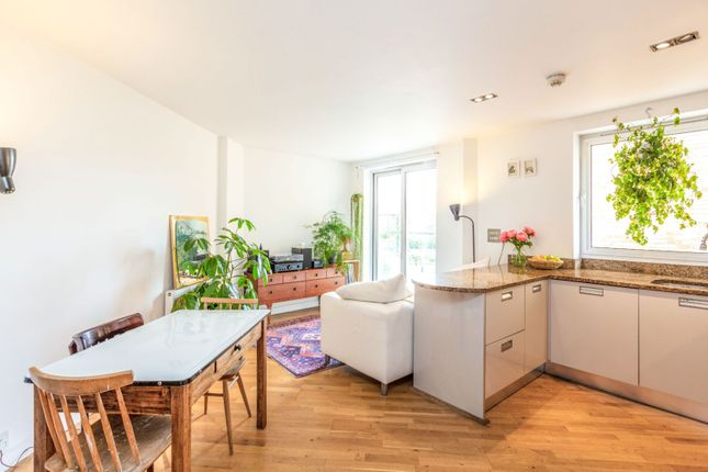 Thumbnail Flat for sale in 9 Enfield Road, Islington