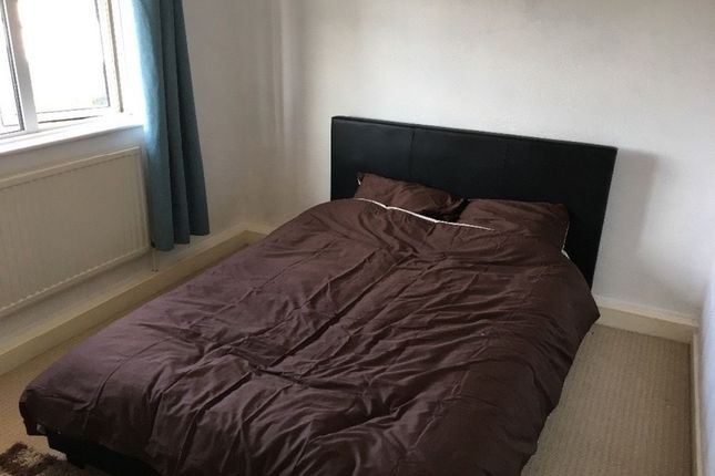 Thumbnail Room to rent in Wokindon Road, Grays