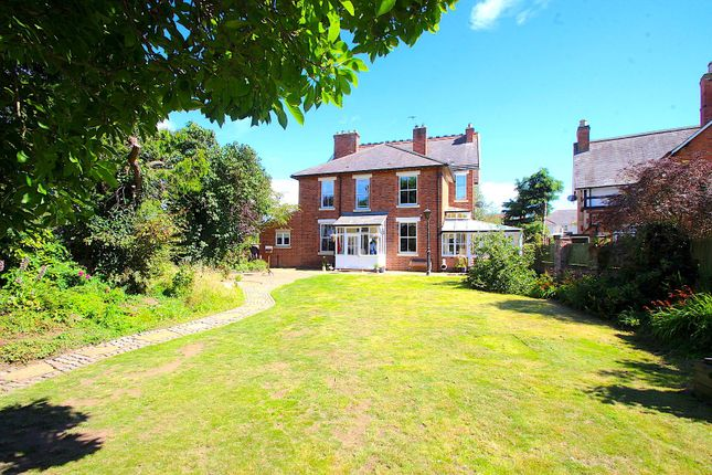 Thumbnail Detached house for sale in Hinckley Road, Leicester Forest East, Leicester