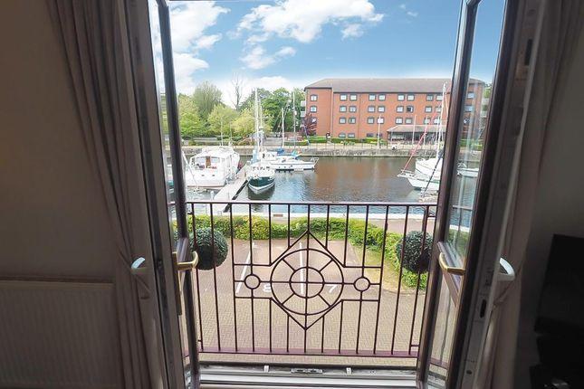 Lounge Views of Kingston Street, Marina, Hull, East Riding Of Yorkshire HU1