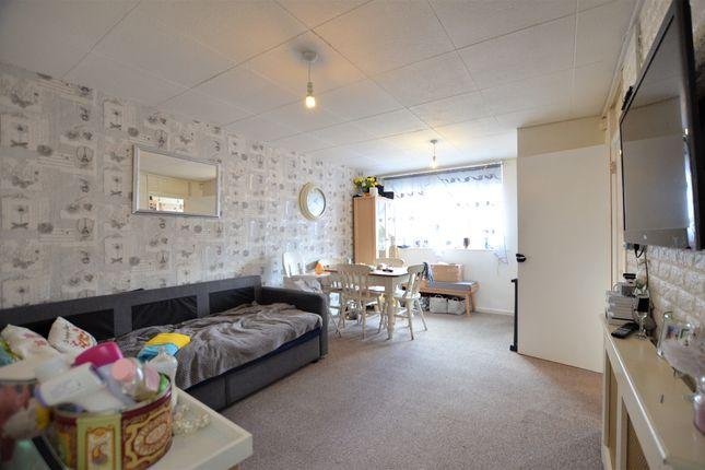 2 bed flat to rent in Mount Pleasant, High Street, Little Sandhurst, Sandhurst GU47