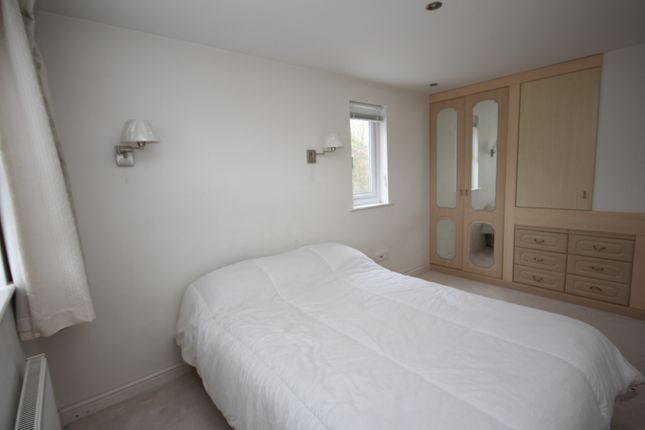 Thumbnail Room to rent in Barrett Crescent, Wokingham