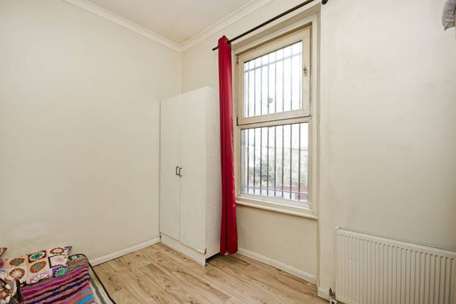 2 bed flat for sale in Harrow Road, Maida Hill