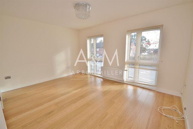 Thumbnail Town house to rent in Reservoir Way, Ilford